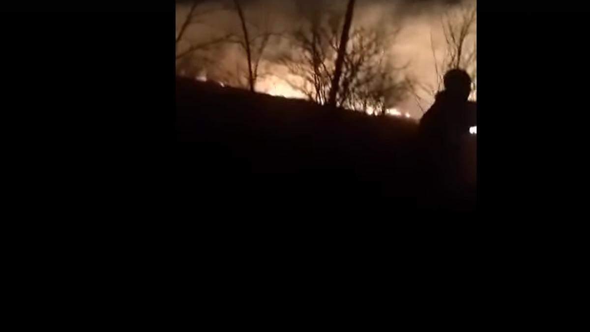 Бойовики обстріляли Березове на Донеччині: в селищі спалахнула пожежа