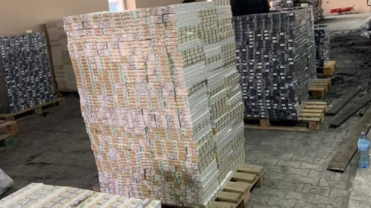 В Черновцах таможенники обнаружили контрабанду сигарет на почти 3 миллиона гривен