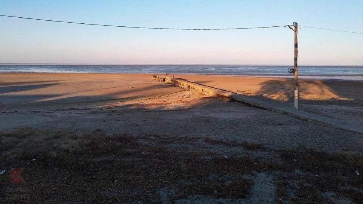 Через потужний вітер Азовське море відійшло від берега на 20 метрів