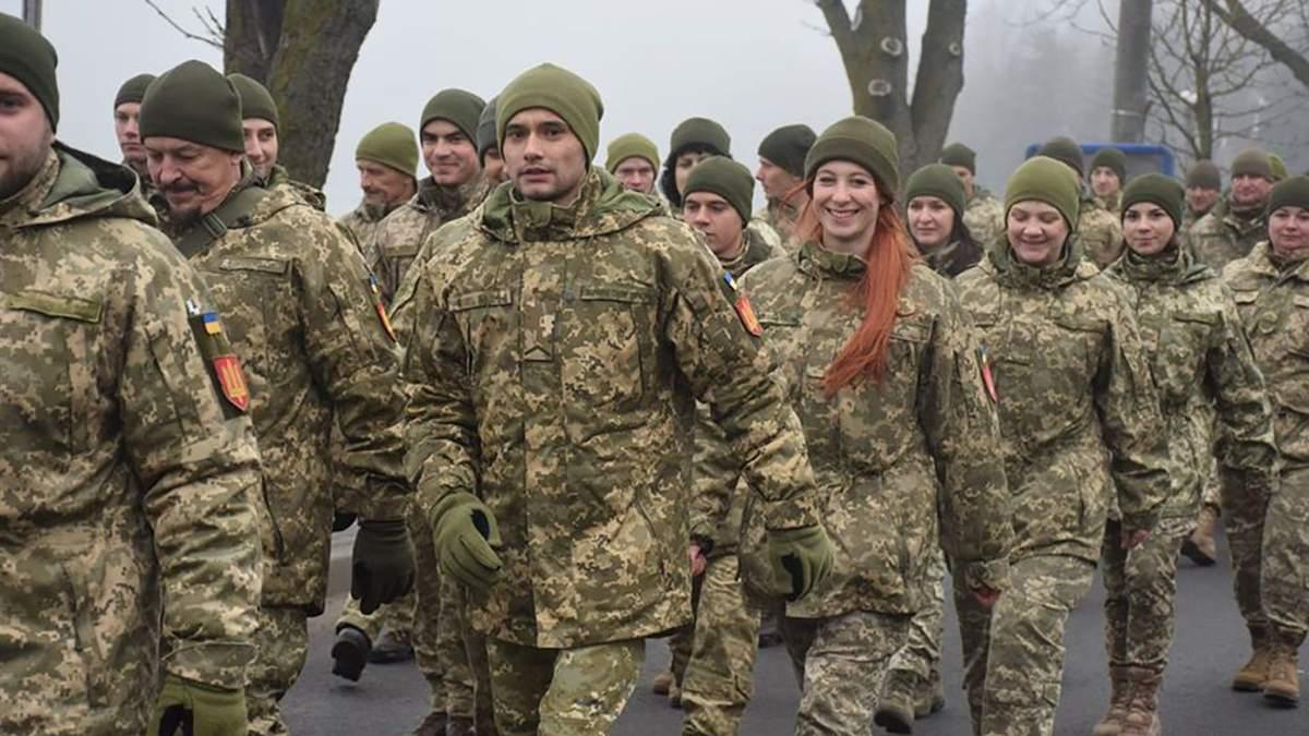 Тысячи военных прошлись по центру Тернополя: впечатляющие фото и видео