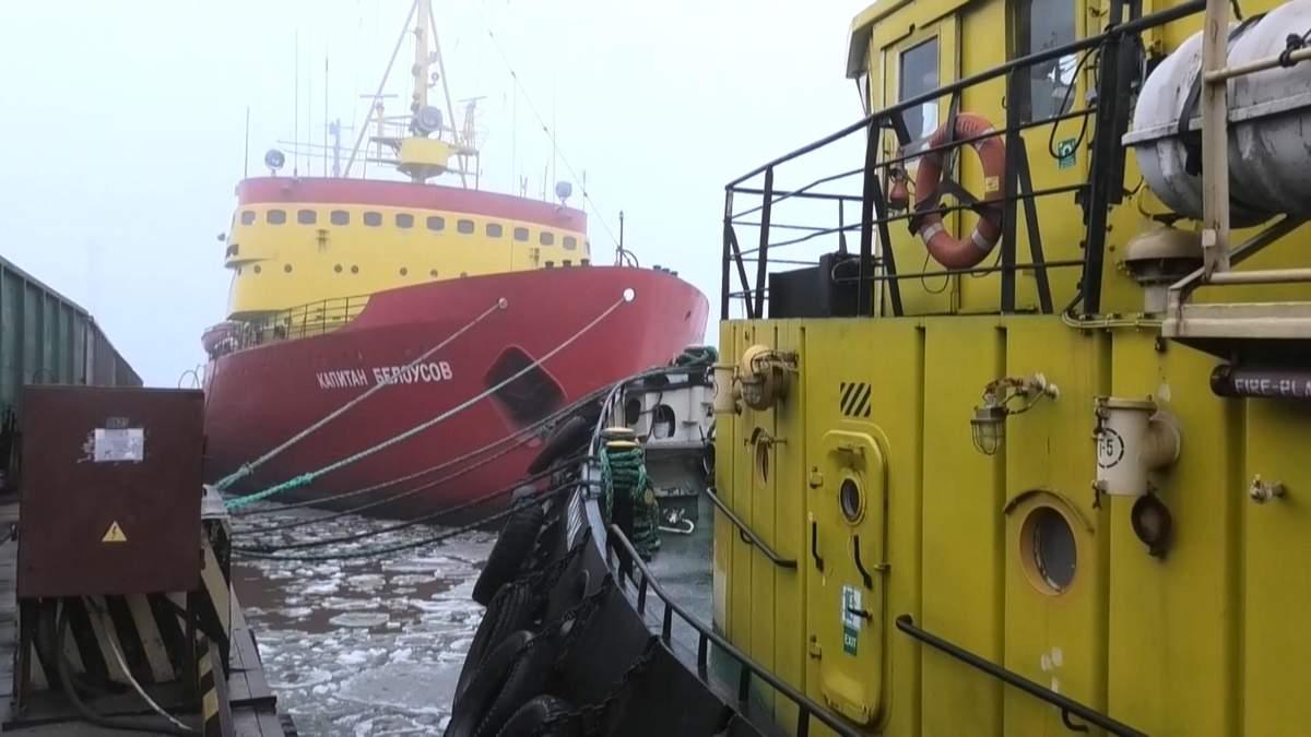 В Мариуполе готовят к зимнему сезону единственный украинский ледокол