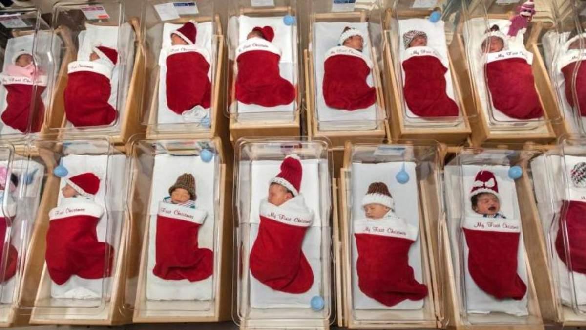 У США лікарня віддає новонароджених дітей у різдвяних панчохах