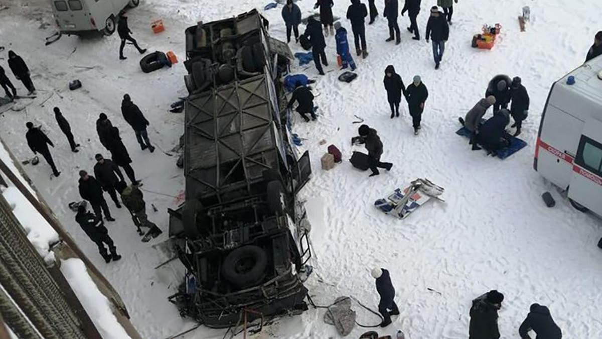 Автобус упал с моста в реку в Забайкалье – 15 погибших – новости России