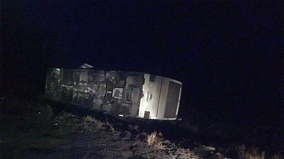 В Донецкой области перевернулся рейсовый автобус: по меньшей мере 5 человек пострадали