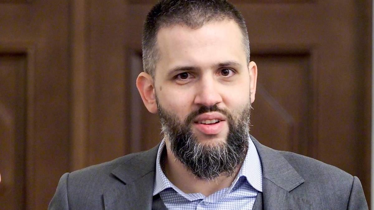 Нефьодов анонсирует увольнение на таможне