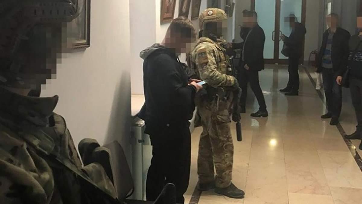 Обшуки в аеропорті Одеси