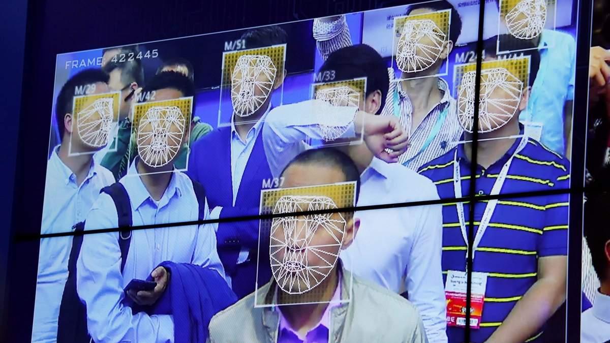 Китайців зобов'язали сканувати обличчя