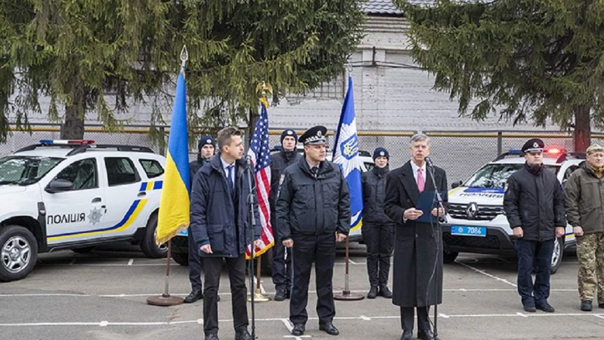 США передали украинской полиции 88 автомобилей