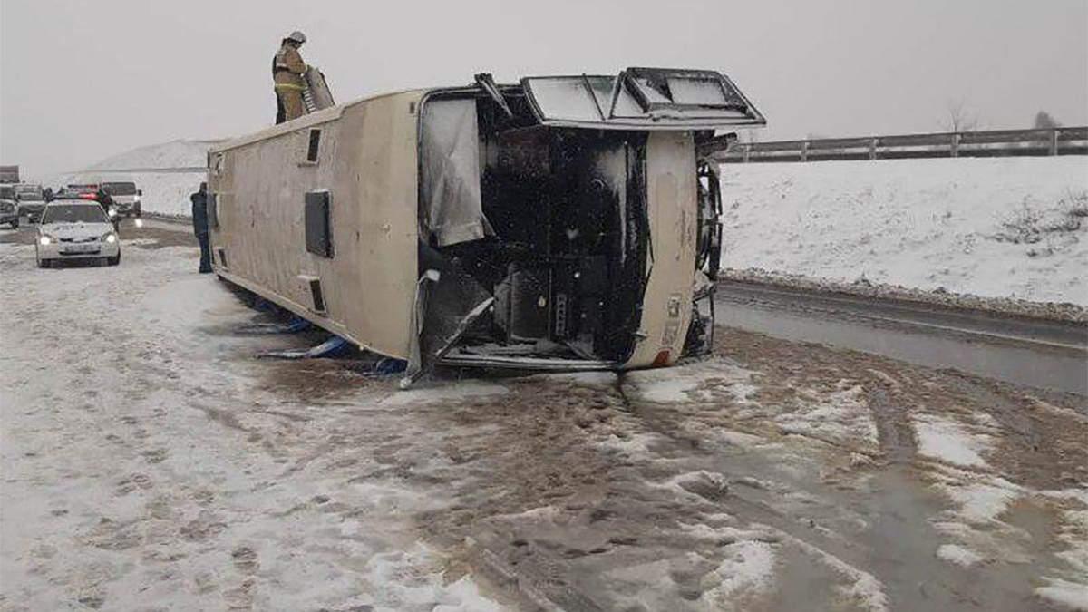 У Росії перекинувся автобус з українцями: багато потерпілих