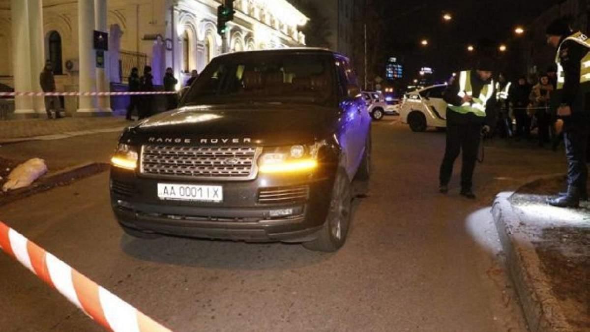 Куля влучила у малолітнього сина депутата, який перебував в авто