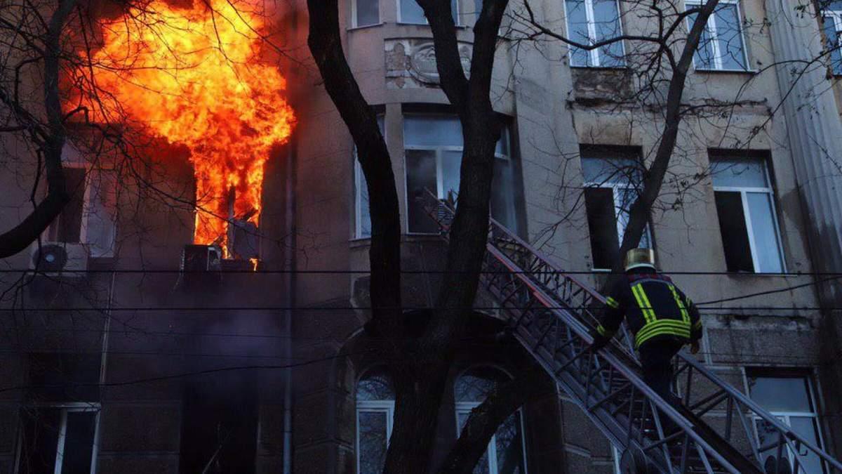 Пожар в Одессе сегодня 4 декабря 2019 – горит колледж на Троицкой