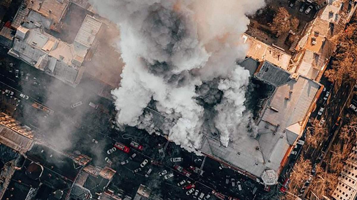 Фото пожежі в коледжі Одеси з висоти пташиного польоту