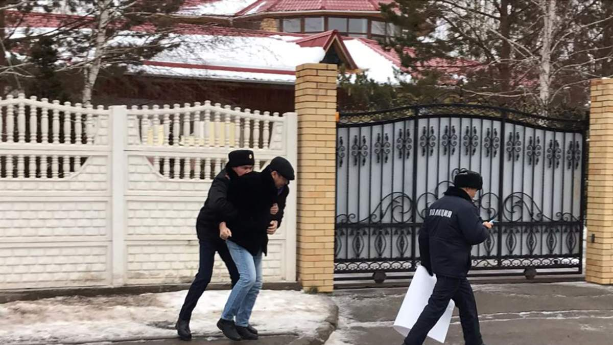 Токаєв назвав Крим російським: художник намагався вибачитись, але його схопили