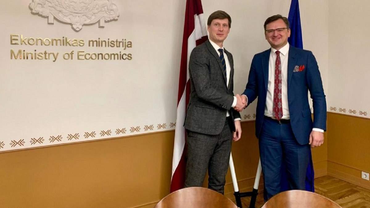 Кулеба зустрівся з міністром економіки Латвії Неміро