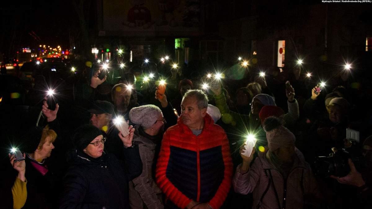 """Під згорілою будівлею в Одесі відбулася акція протесту """"Халатність вбиває"""""""