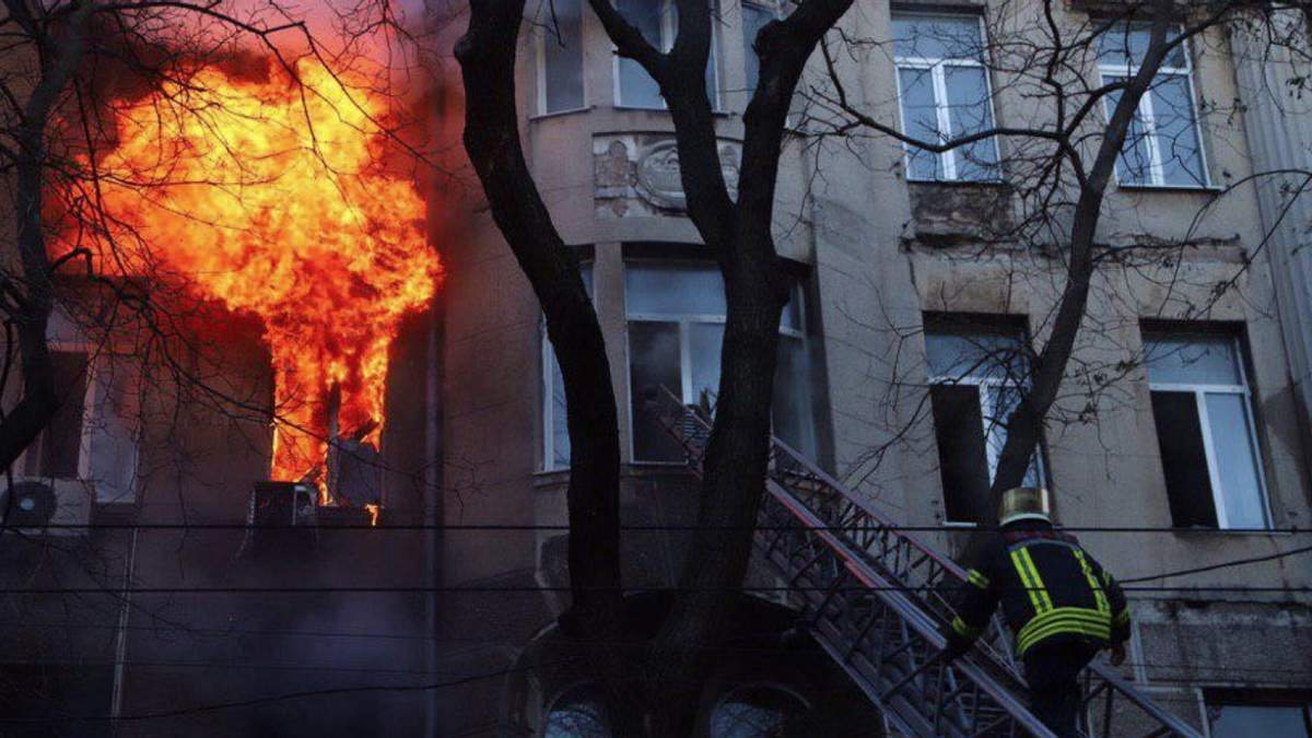 Не бачив такого за 21 рік роботи, – рятувальник розповів, як вижив у пожежі в Одесі