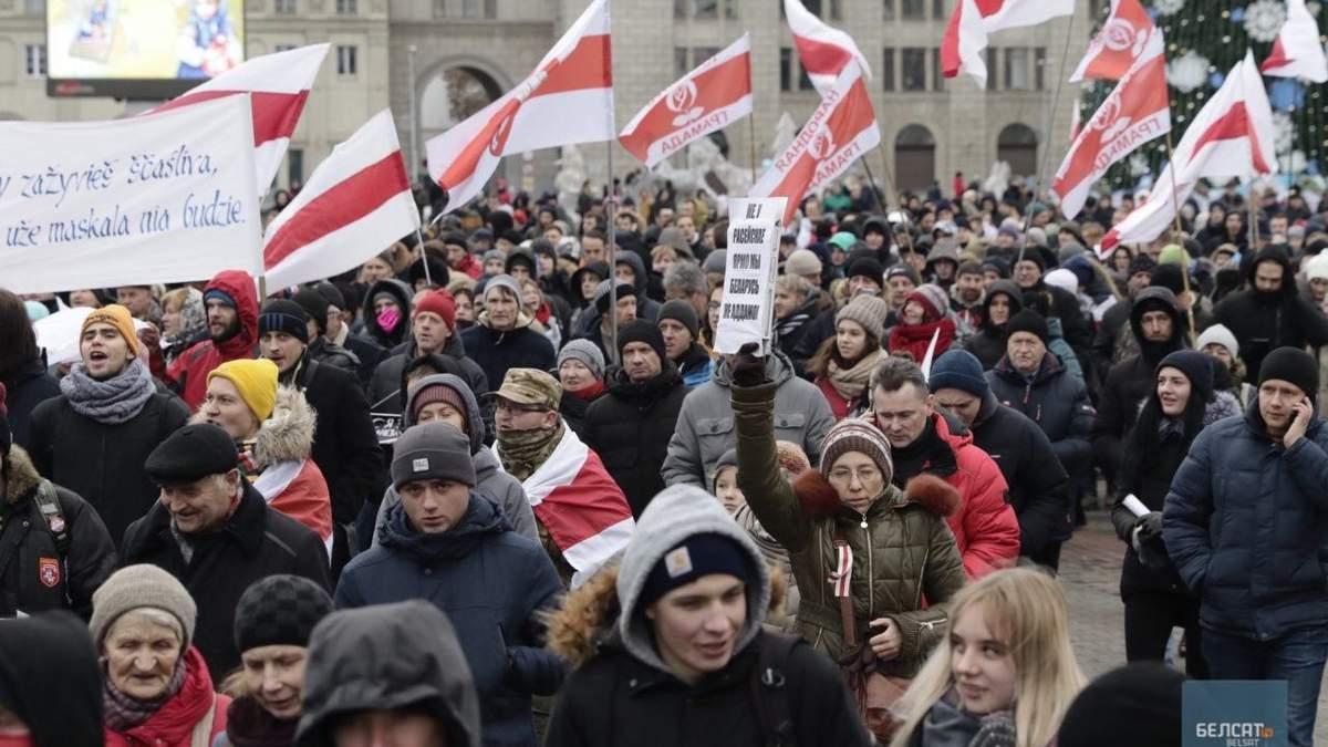 """""""Путін, іди на …"""": білоруси другий день протестують проти приєднання до Росії – фото"""