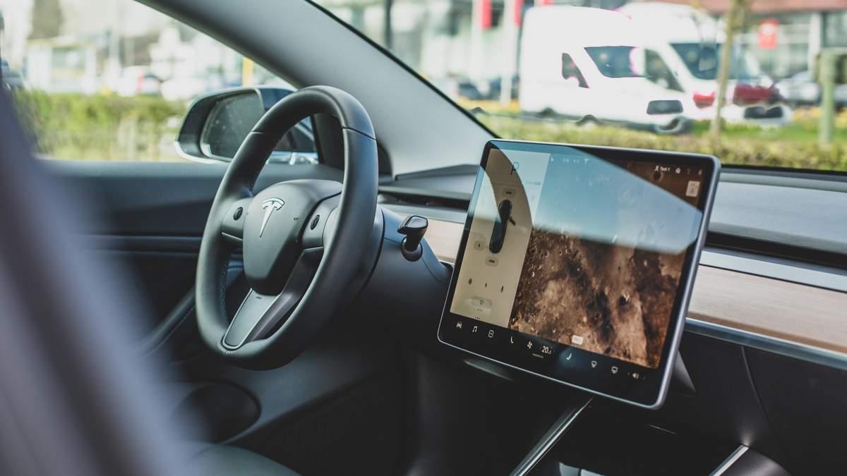 Еще одну модель елктрокаров Tesla назвали самой безопасной