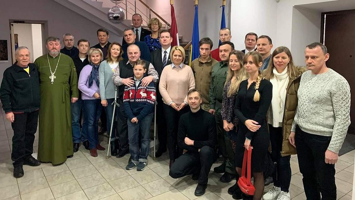 10 бывших пленников Кремля пройдут реабилитацию в Латвии