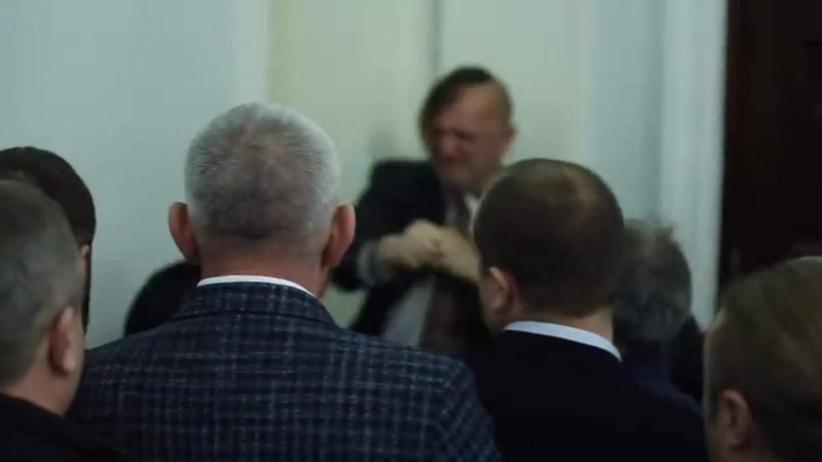 Бійка у Верховній Раді – хто побився в парламенті – відео