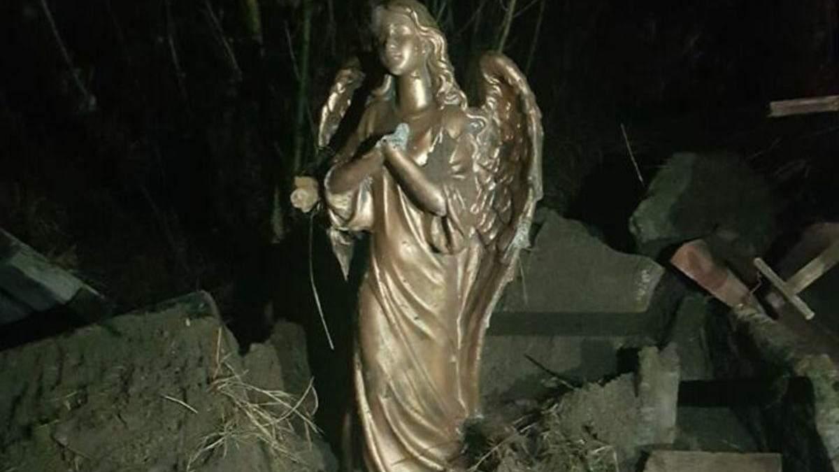 В Ворзеле мужчина демонтировал и выбросил на свалку памятник Героям АТО