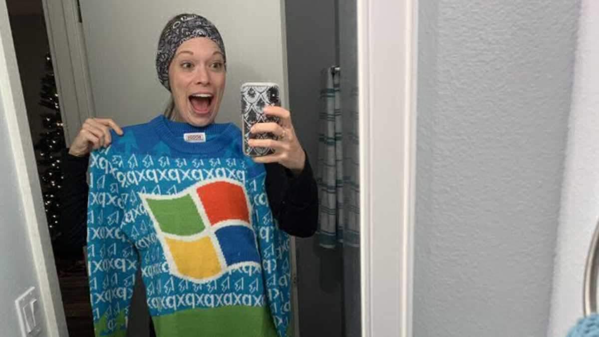 """Microsoft раздала работникам """"уродливые"""" свитера"""