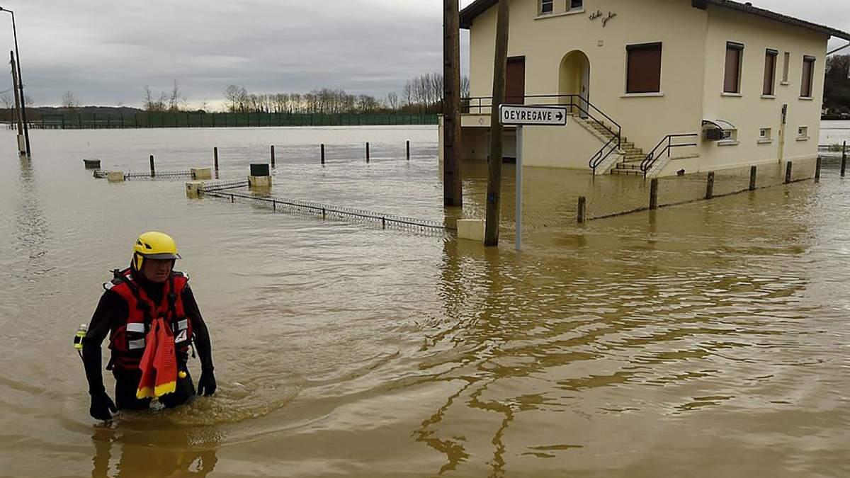 Францію накрила повінь, є перші жертви: моторошні фото, відео