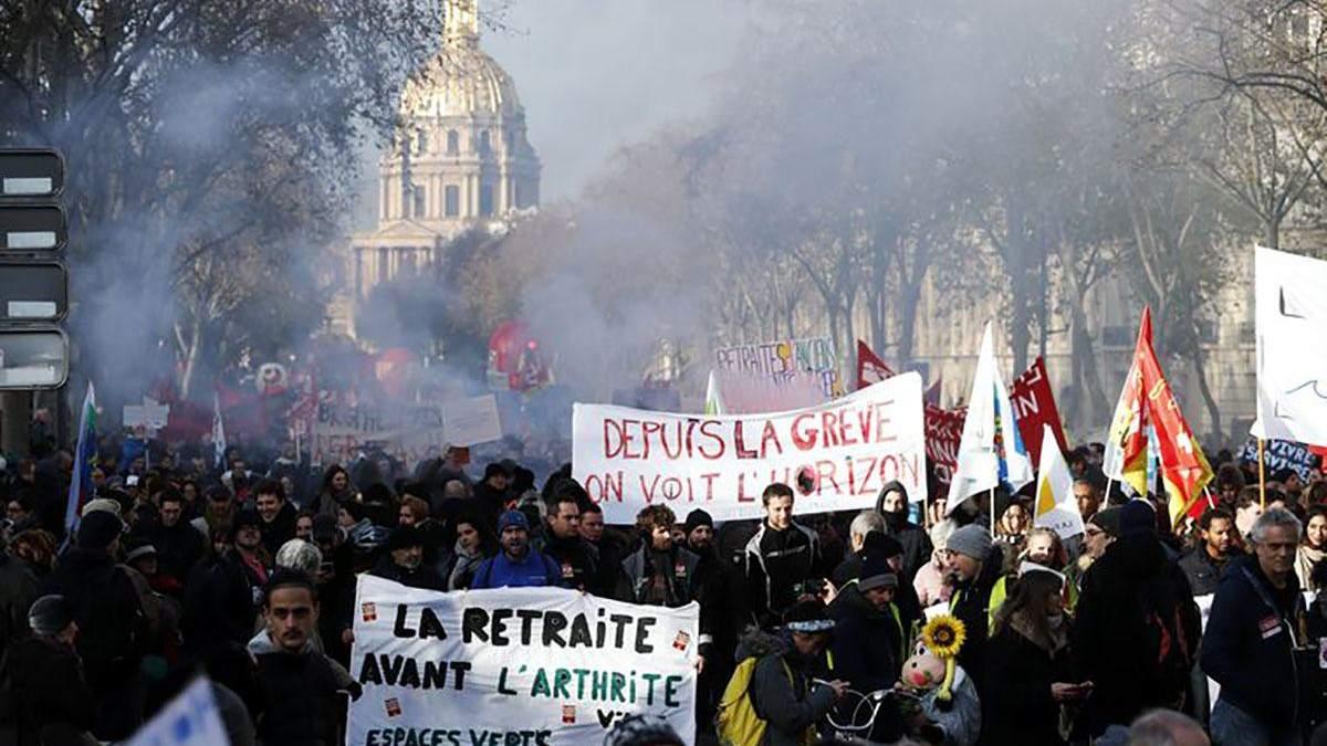 Во Франции не прекращаются массовые протесты: что об этом известно