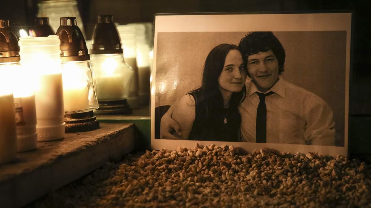 Свічки у пам'ять про Яна Куцяка та його наречену
