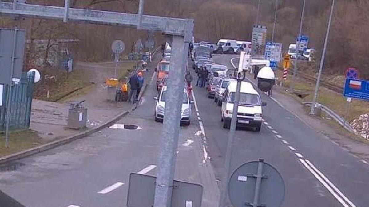 На польсько-українському кордоні великі черги