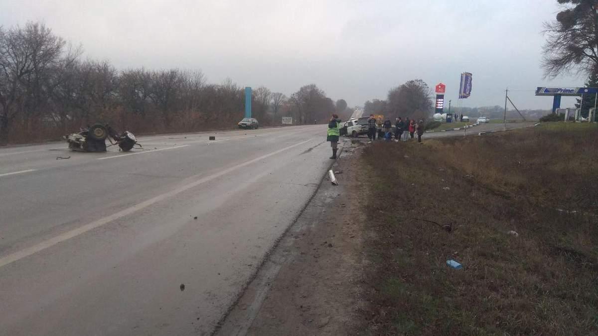На Харківщині легковик влетів у машину поліції: постраждали троє поліцейських