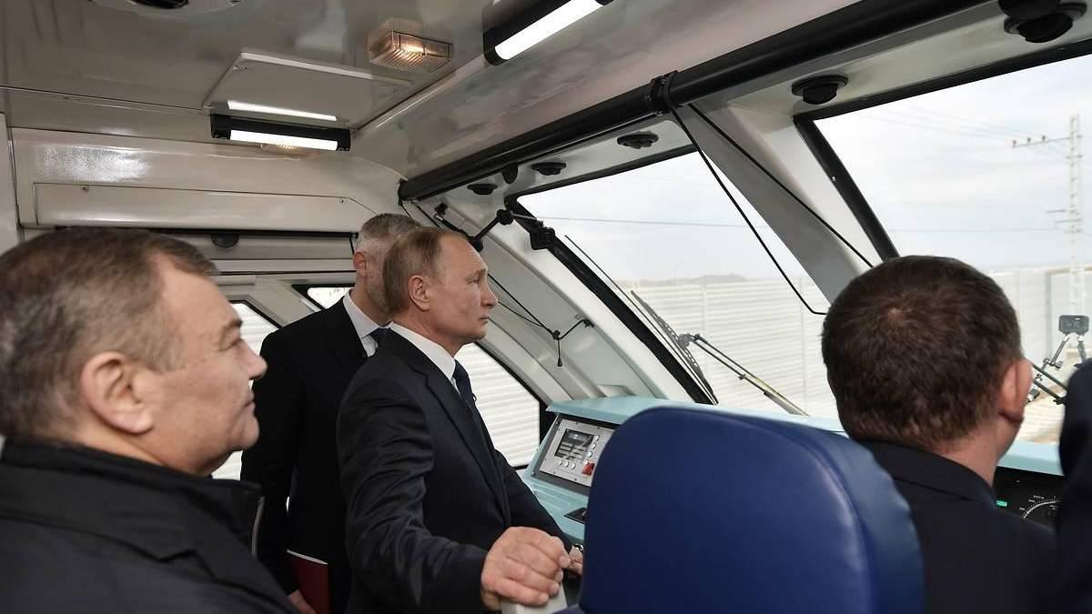Запуск потягів в Крим: у Зеленського прокоментували приїзд Путіна