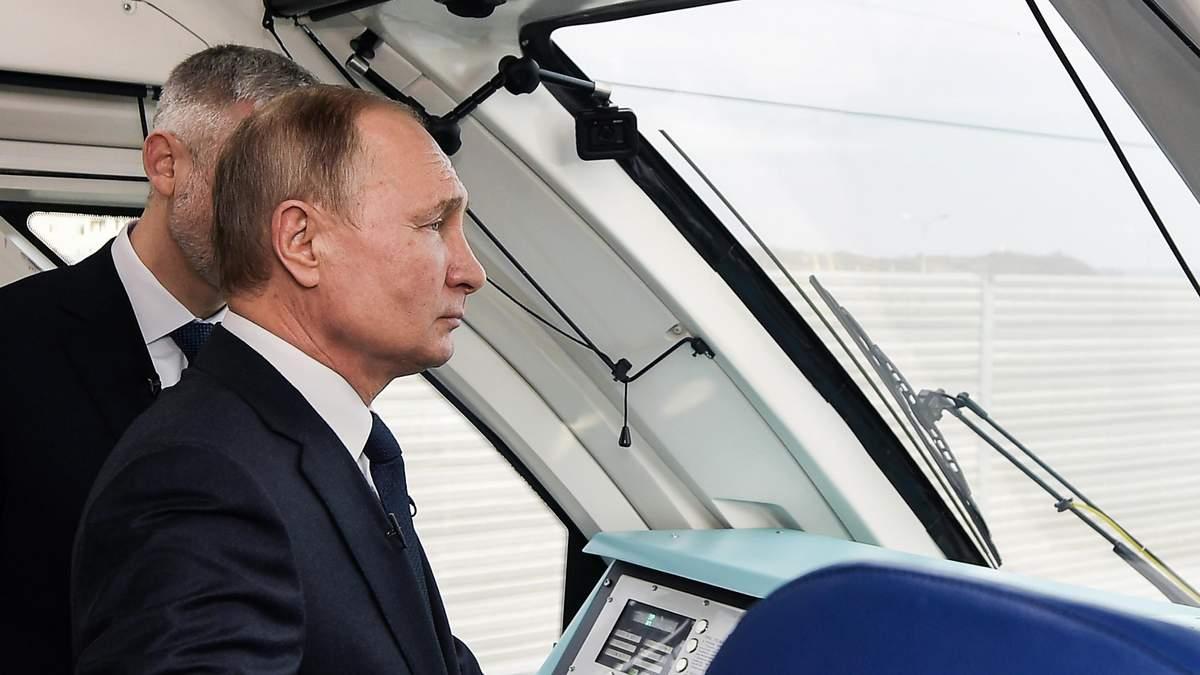 Путін проїхався на потязі Кримським мостом: як відреагували у МЗС