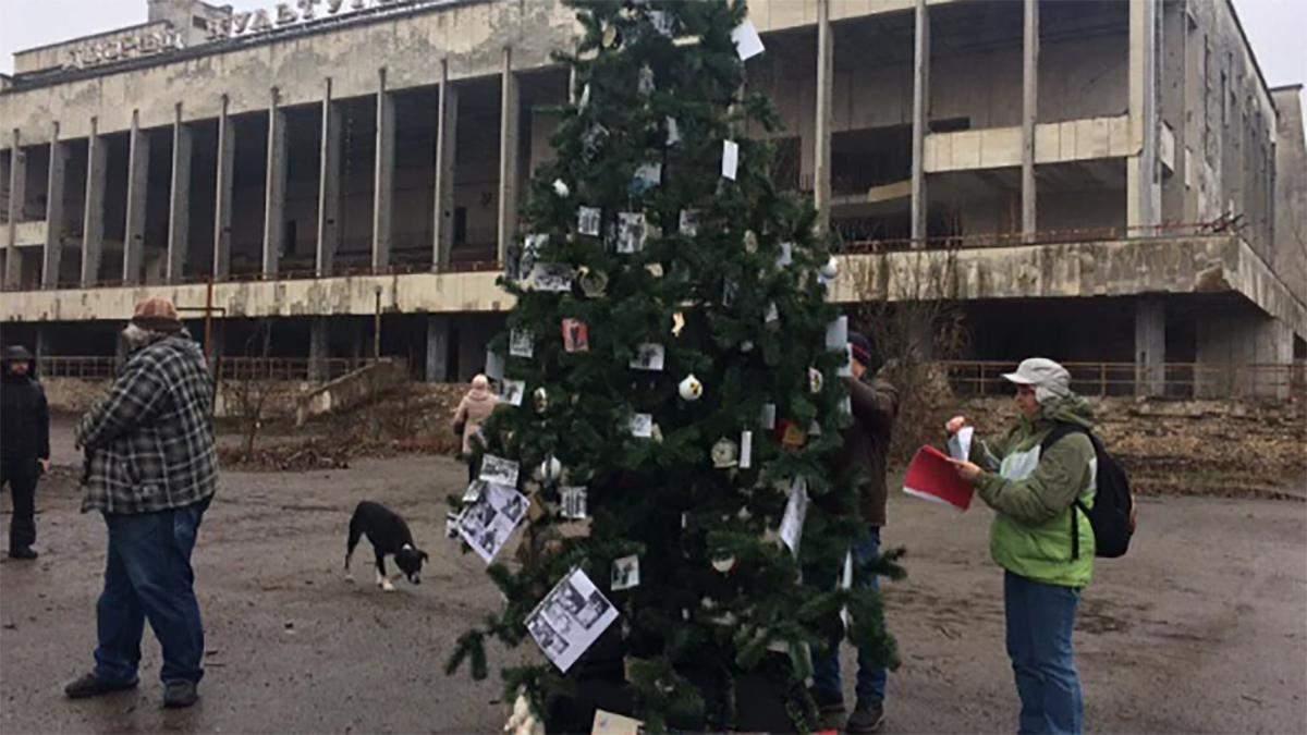 В Припяти установили елку: фото елки