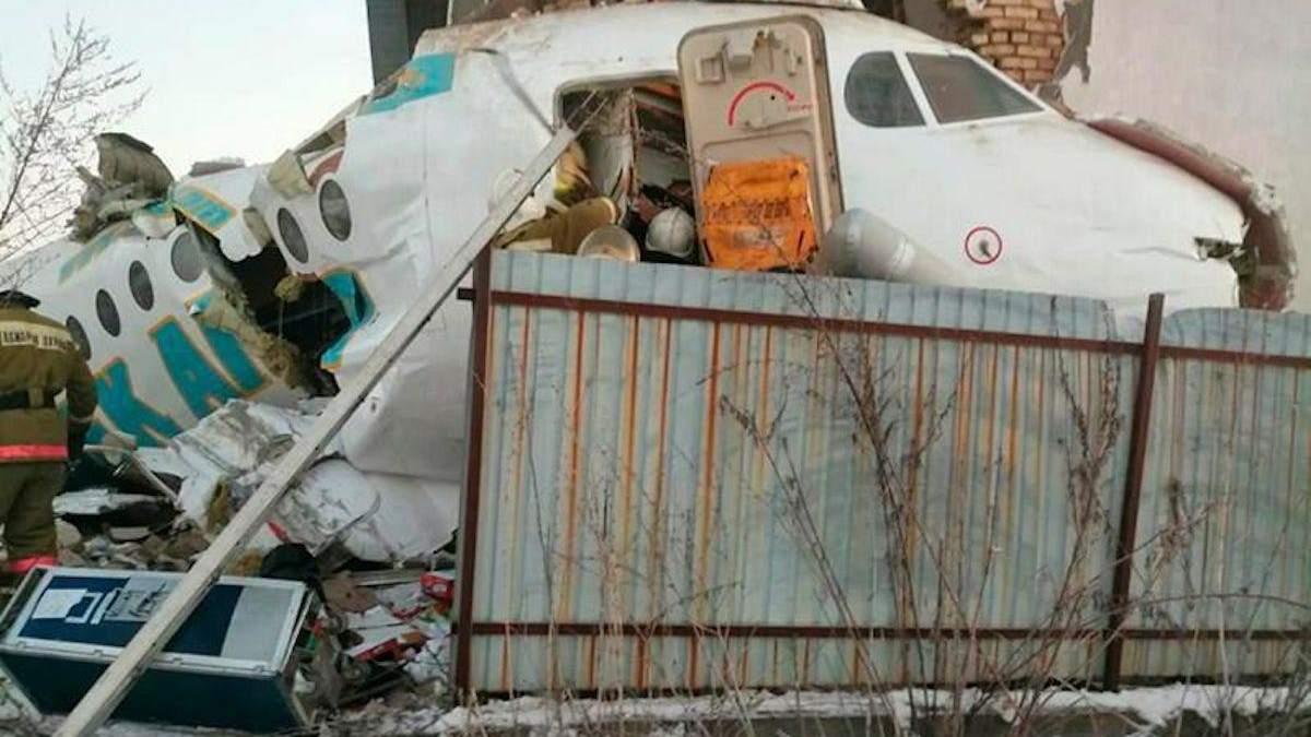Авіакатастрофа в Алмати, в Казахстані 27 грудня 2019: багато жертв – фото, відео