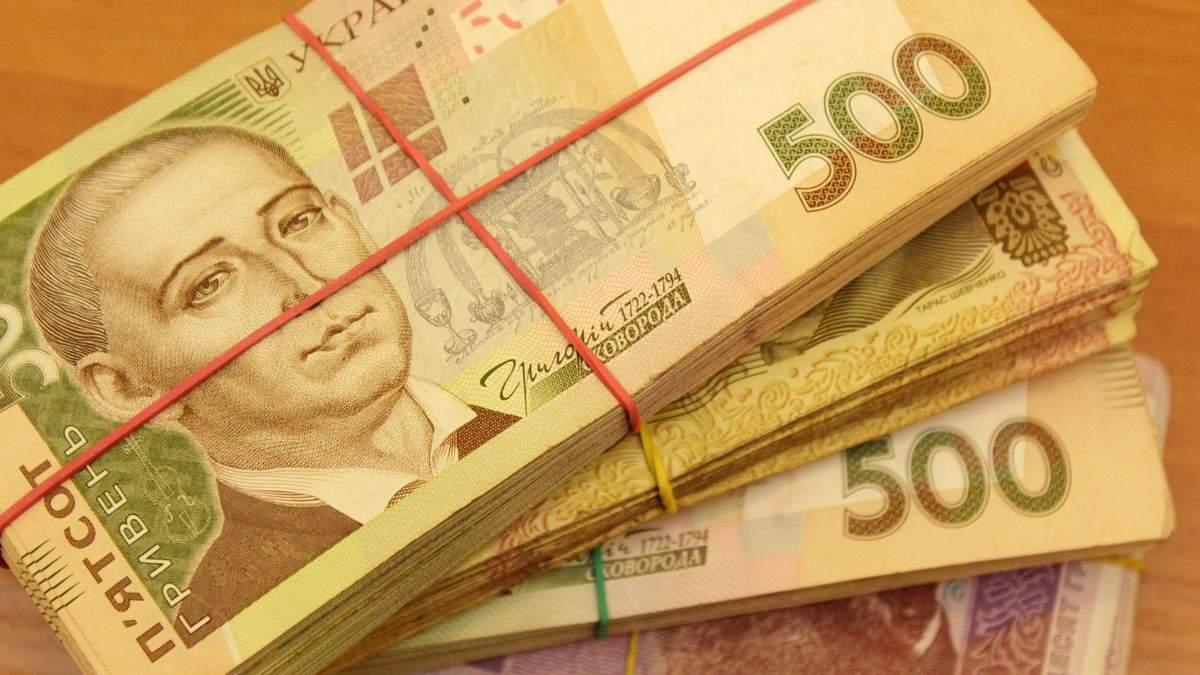 Середня зарплата українців за рік зросла на 17%: хто і де отримує найбільше