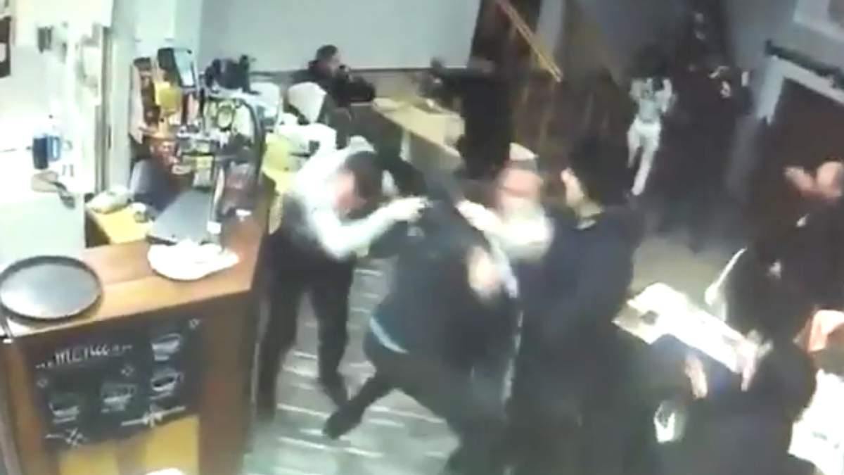 Сутичка у кафе в Мукачеві: молодики почали бити без розбору всіх