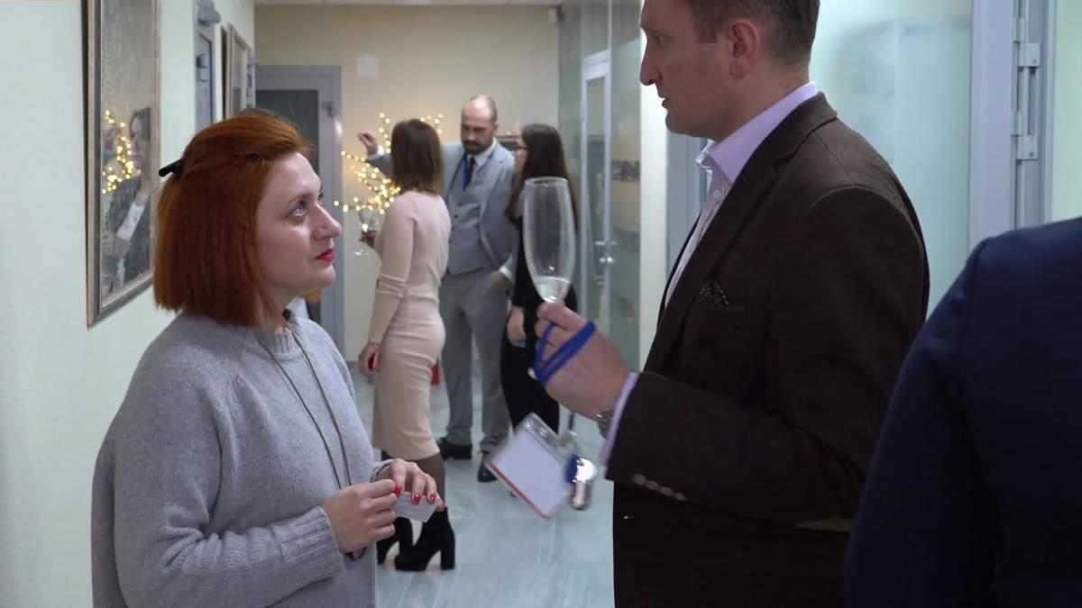 Українська художниця вразила представників НАТО творами про війну: фото та відео