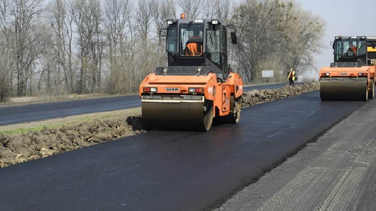 Кража на миллион: на Закарпатье чиновник нажился на ремонте дорог – фотодоказательство
