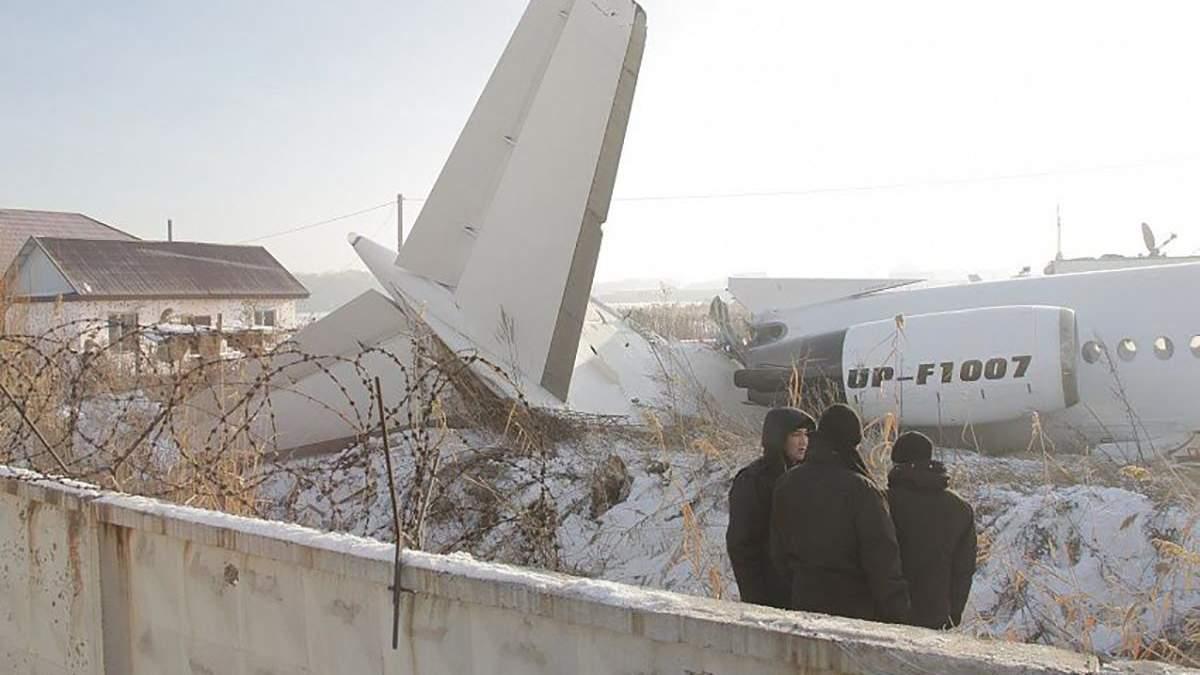Авіакатастрофа в Казахстані: з'явилось відео смертельного падіння літака