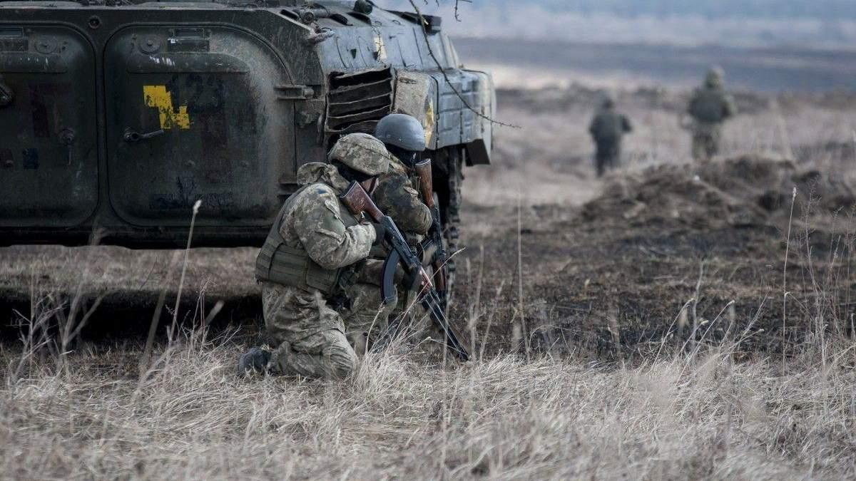 Двоє військових підірвалися на Донбасі