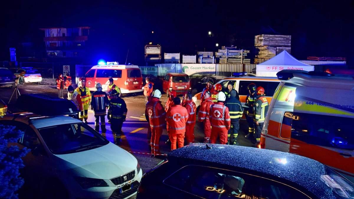 В Італії автомобіль в'їхав у групу туристів: загинуло шестеро людей, 12 зазнали травм
