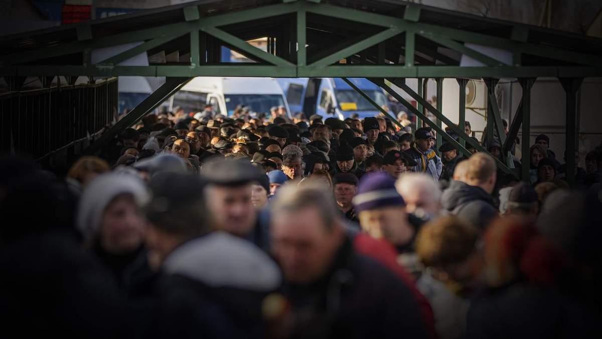 Стояла в очереди за украинской пенсией: на оккупированном Донбассе умерла сообщница боевиков