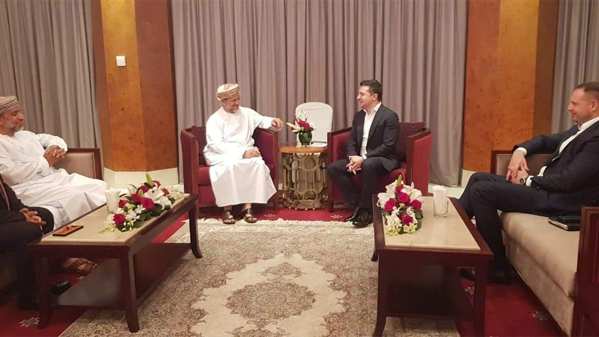 Володимир Зеленьский зустрівся у Омані з виконавчим президентом Державного генерального резервного фонду султанату – Абдулсаламом аль-Муршиді