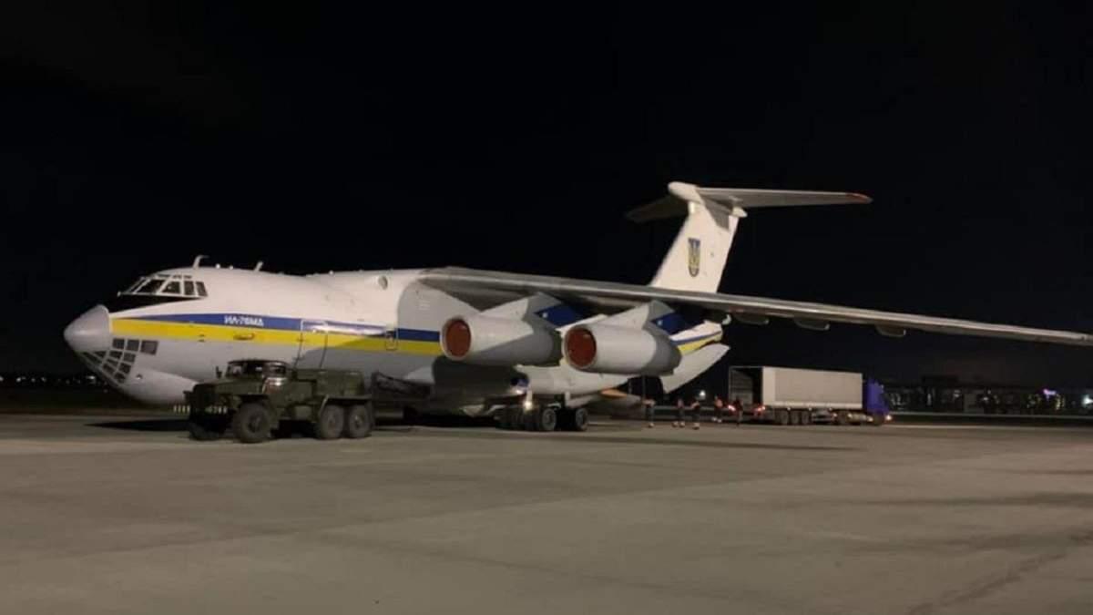 В Иран вылетел украинский самолет для спасательных работ