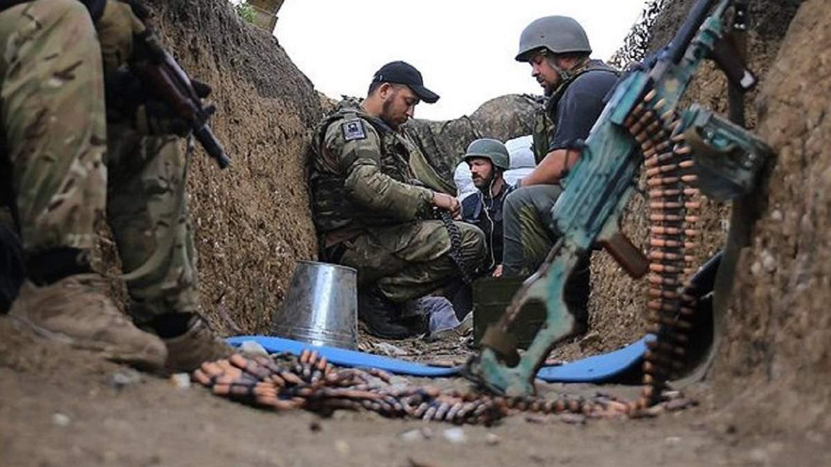 Троє українських військових отримали поранення на Донбасі