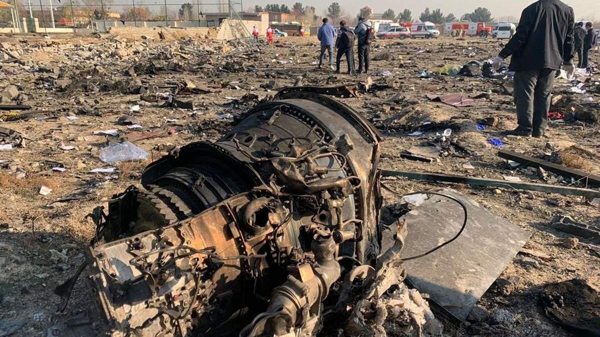 Обломки самолета МАУ после катастрофы в Иране