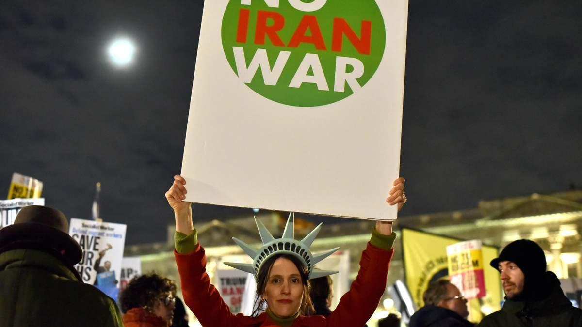 Демонстрация возле Белого Дома в Вашингтоне против войны с Ираном