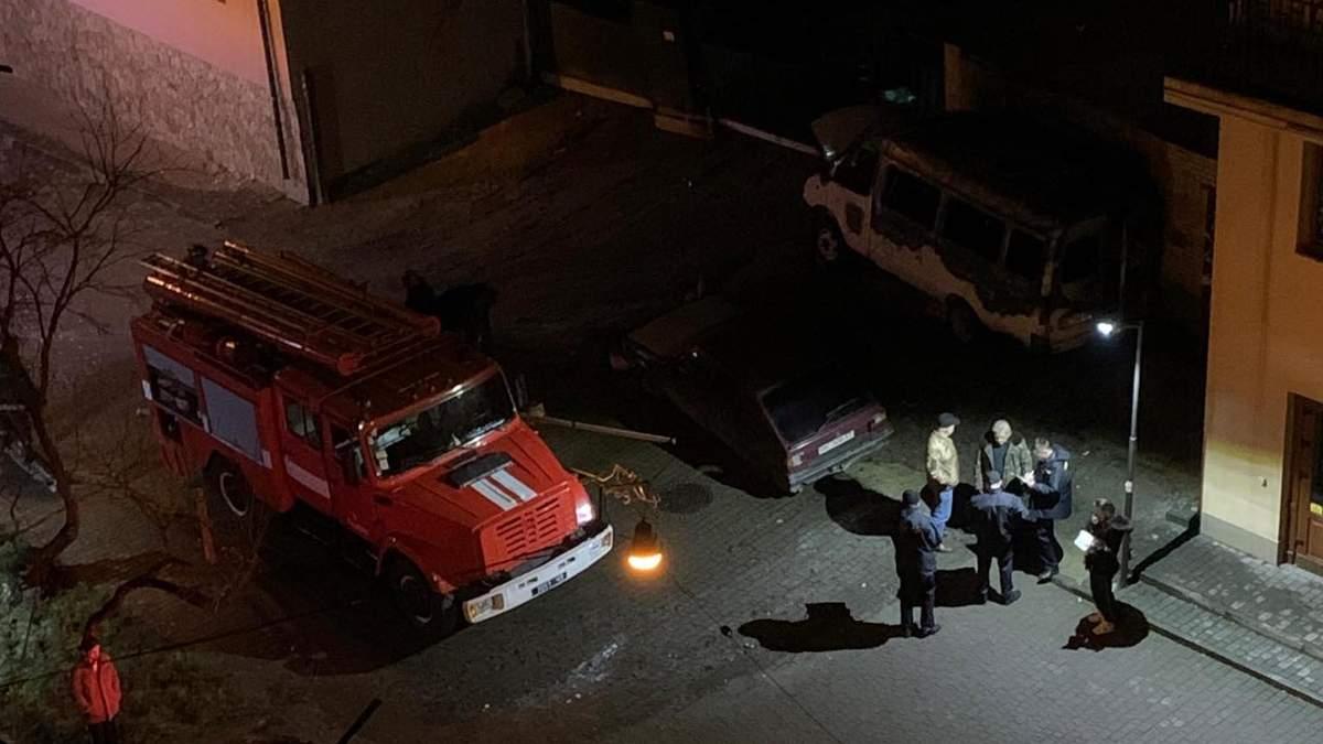 У Львові в центрі міста підпалили автомобіль
