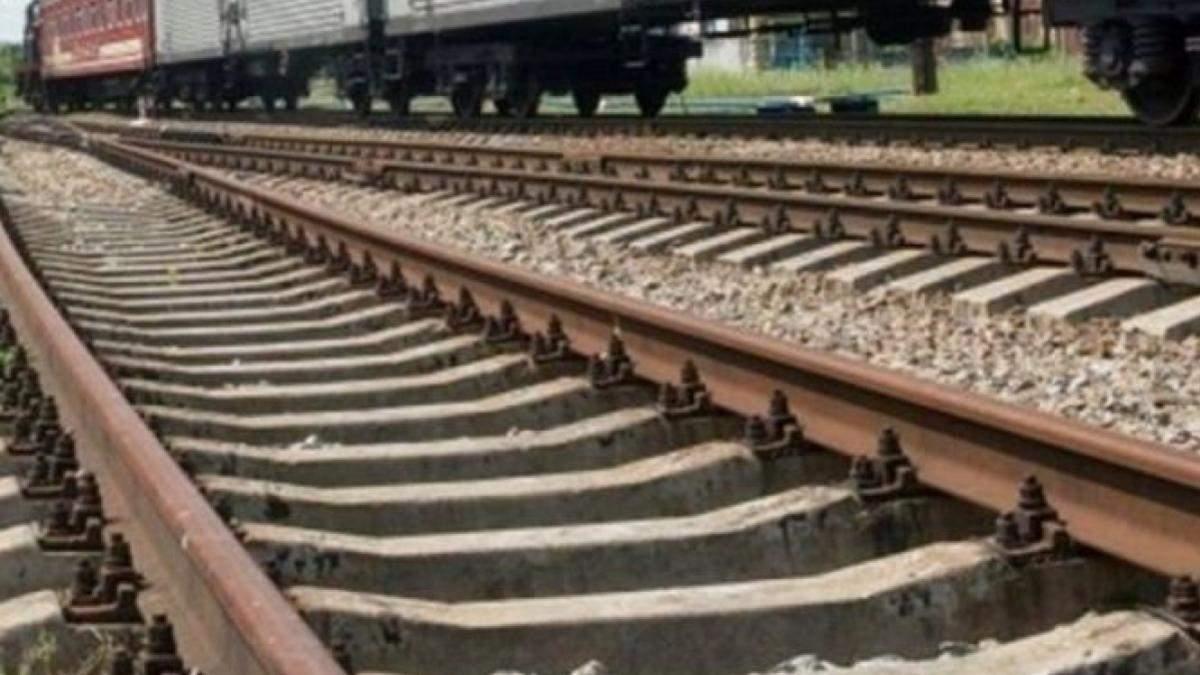 На залізничних шляхах було знайдено труп чоловіка